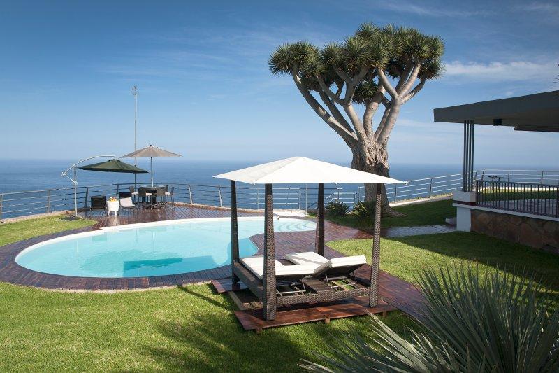 VILLA BAHIA DE MICHEL +FREE WIFI+ HEATABLE POOL+ BBQ, holiday rental in La Victoria de Acentejo