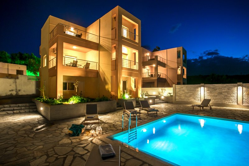 Villa Katina with private pool near Almyrida, casa vacanza a Tsivaras