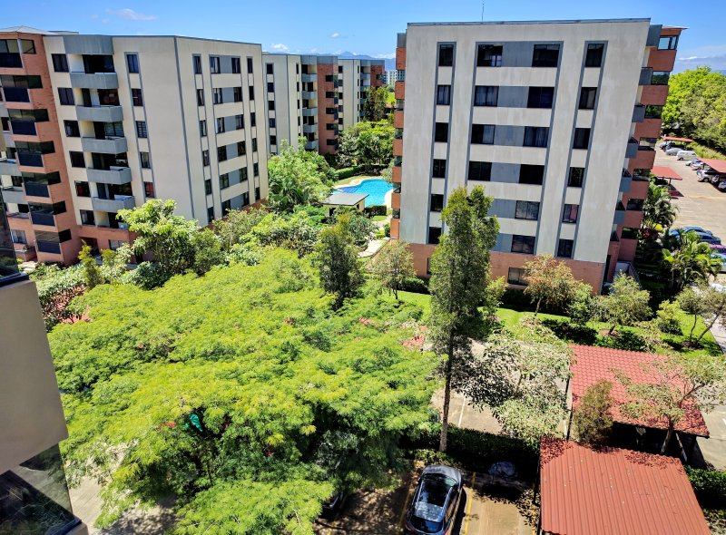 Beautiful Top Floor Condo / Santa Ana - La Guacima (+ Free Airport Welcome*), location de vacances à San Jose Metro
