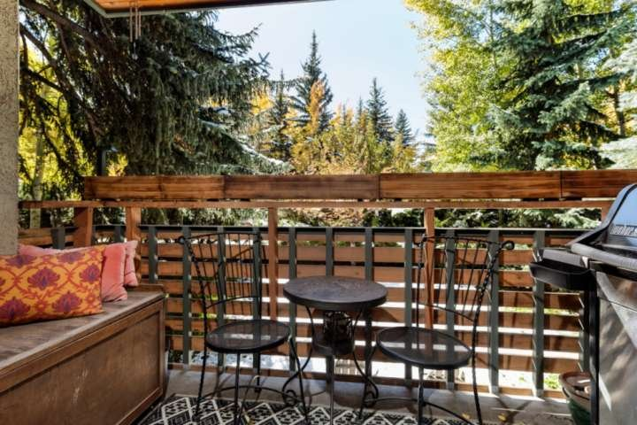 You can enjoy sunny days at the cozy seating area on the patio. Prepare dinner on the gas grill.