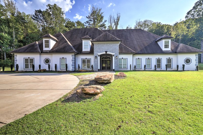Discover Atlanta, Georgia in style from this 7-bedroom, 7-bathroom vacation rental home!