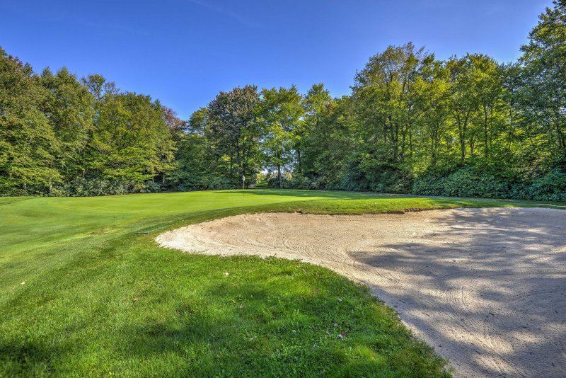 Enjoy direct access to the golf course via the trail starting in the backyard!