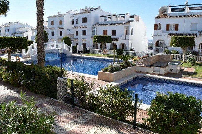 Ground floor apartment on secure gated urbanisation, holiday rental in Daya Vieja