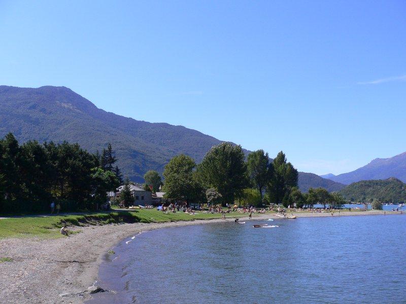 omgivning - stranden av sjön i colico