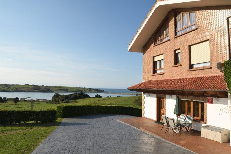 Apartamento de alta prestaciones frente a la playa de Mogro, casa vacanza a Boo de Pielagos