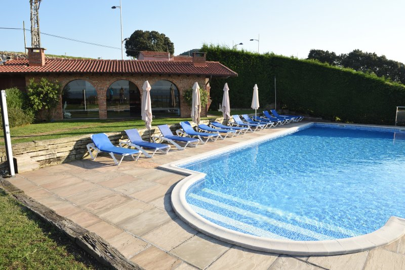 Nice apartment with swimming-pool, holiday rental in Camargo