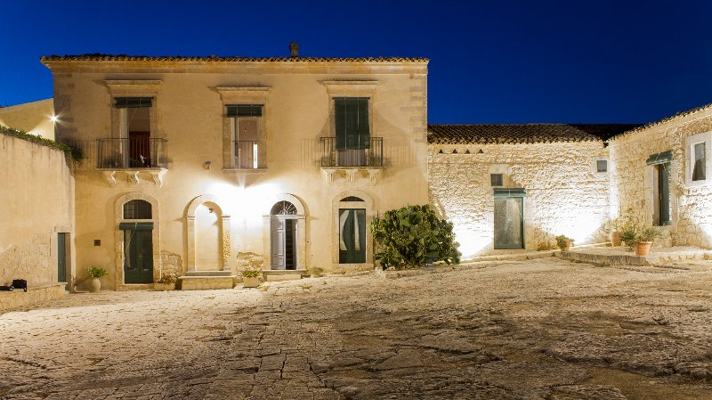 Casa del Grano - Appartamento in Masseria Ragusana 6 posti letto, vacation rental in Donnafugata