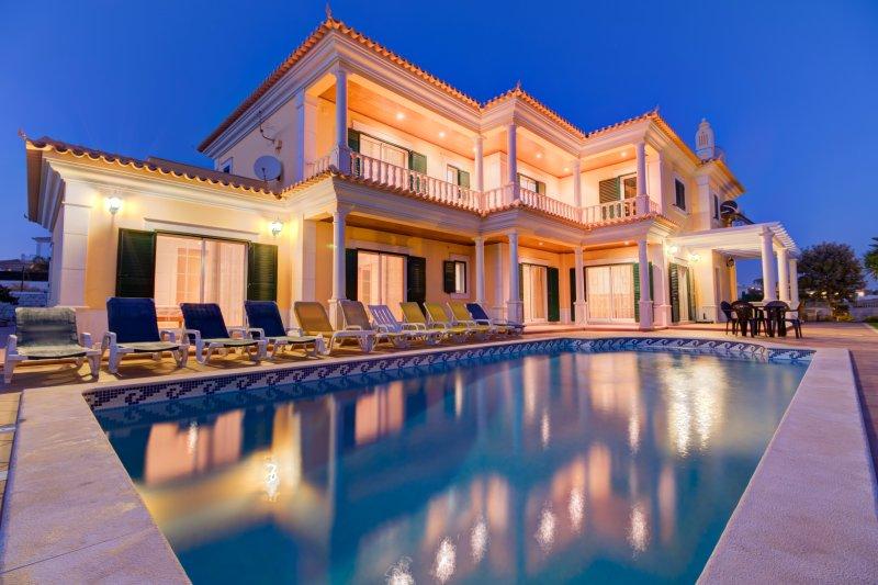 V5 Viva - 5 quartos, piscina privada, snooker, ping pong, na galé, para 10 px, vacation rental in Guia