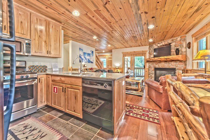 Fully Equipped Kitchen with Granite Counters, Stainless Steel Appliances