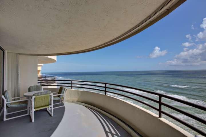 Gran balcón con vistas frente al mar!