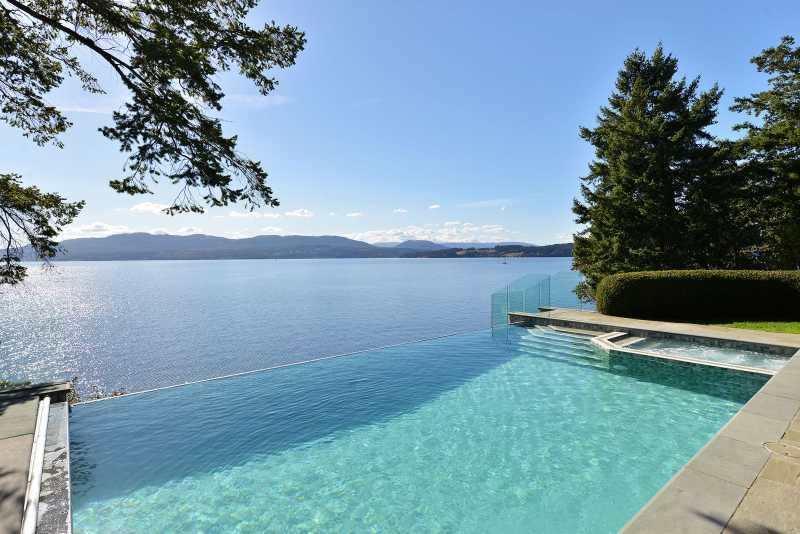 Incredible 6 Bedroom 6 Bath Oceanfront Lodge with Infinity Edge Pool, alquiler de vacaciones en Kitkatla