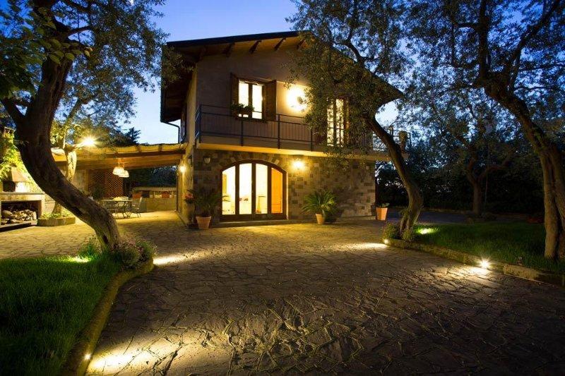 Lovely Villa in Exclusive Area!, alquiler vacacional en Priora