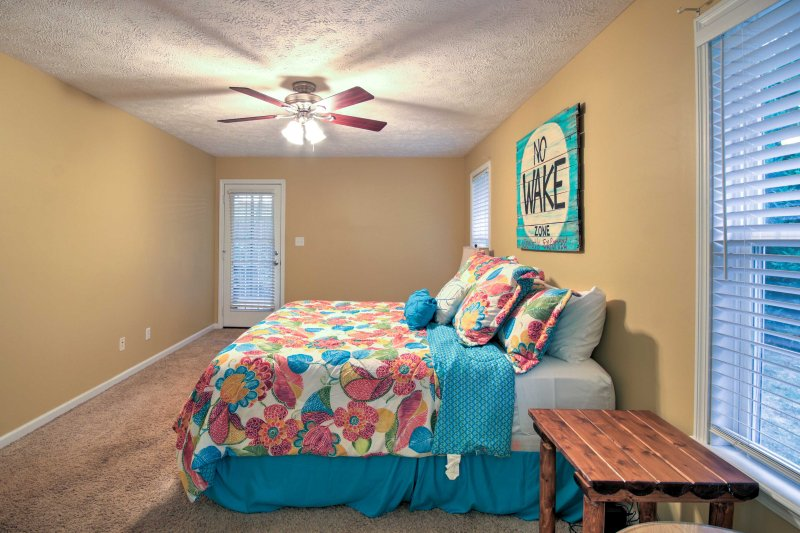 Let your worries float away as you lie on the king bed in the master bedroom.