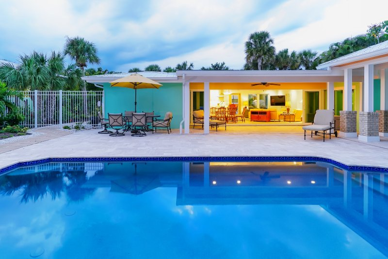 Palm Oasis - Relax in Comfort - 1 rental per calendar month, vacation rental in Siesta Key
