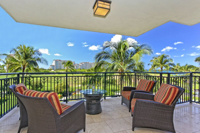 Enjoy the view of the Lagoon Pool and the ocean from the lanai
