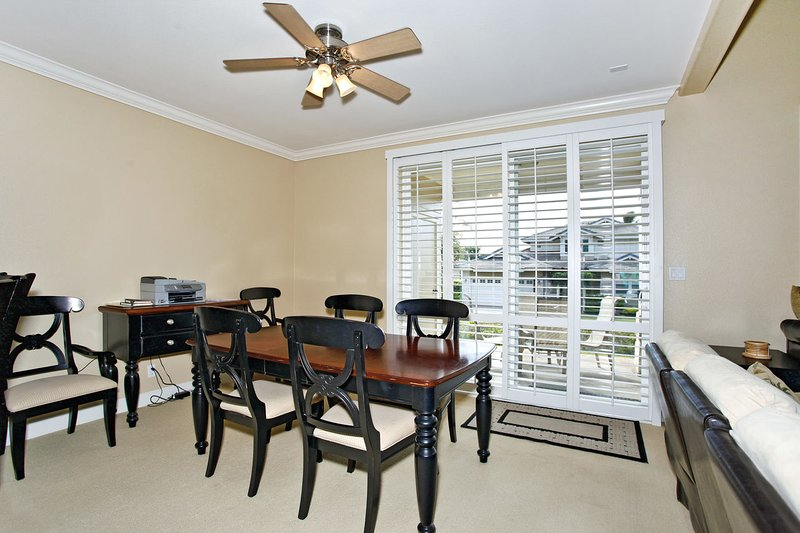 Large Dining Area with Seating for Six