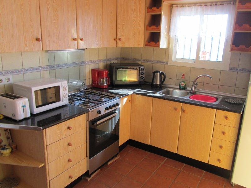 Totalmente equipado y todo lo que pedir de una cocina moderna, todo se suministra.