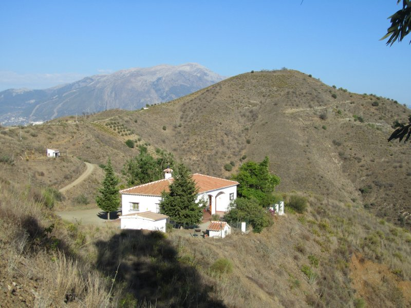 Villa Verman- magnificent views of both the Mediterranean and Lake Vinuela., holiday rental in Puente Don Manuel