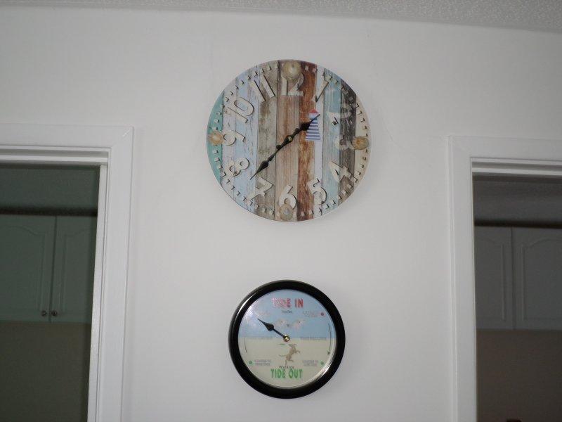 Clock and tide clock