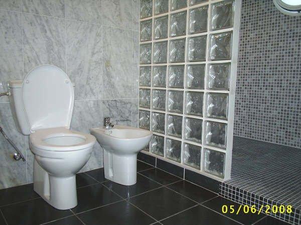 Main bathroom with walk in shower area