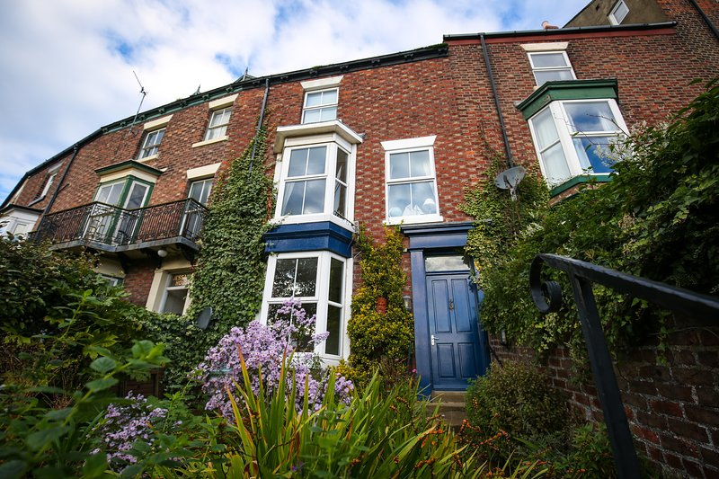 Whitby Victorian Town House; River, Abbey, Steam train views, 2 parking spaces.. – semesterbostad i Scarborough District