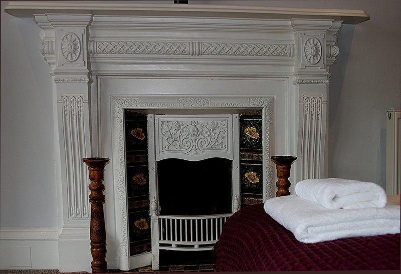chimenea en el dormitorio principal