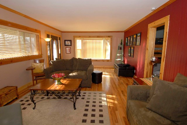 The McCloud Vacation Home on Mt. Shasta, Sleeps 10+, vacation rental in McCloud