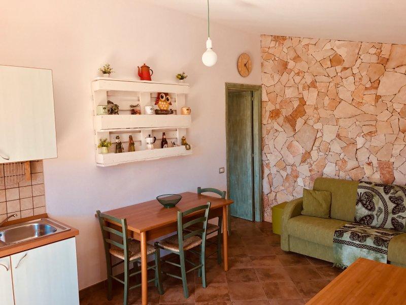Delizioso trivano con ampia veranda, vacation rental in Villasimius