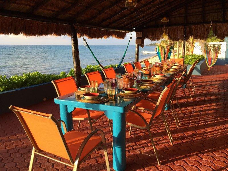 Comer al aire libre para 14 personas. Pivotar en hamacas y disfrutar de la vista !!!!
