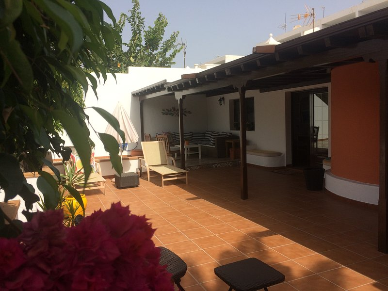 Gran Casa Oasis en Puerto del Carmen, Ferienwohnung in Lanzarote