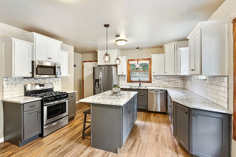 Granite, SS Appliances, Fully Stocked Kitchen with all essentials.