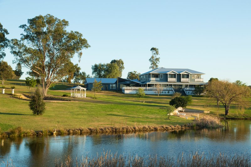 Willow Tree Estate - Luxurious Large Estate in the Hunter Valley, holiday rental in Cessnock