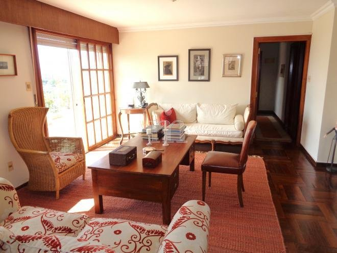 Espectacular penthouseen la mejor zona, rodeado de mar, campo golf,, holiday rental in Montevideo