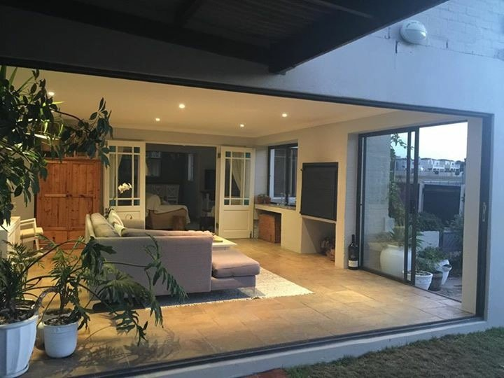 SPACIOUS FAMILY HOLIDAY  HOME WITH SWIMMING POOL, location de vacances à Sun Valley