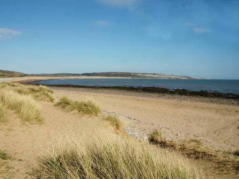 Newton Beach is a 2 minute walk through the sand dunes from the Beach House. Quiet location