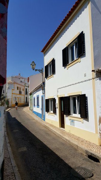 3 Bed, 2 Bath Modern Townhouse within the Historic Old Town walls, Roof Terrace, Free Wifi