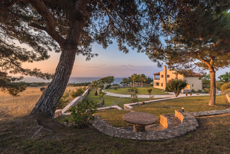 Garden and sea view - Villa Russelia in Rhodes