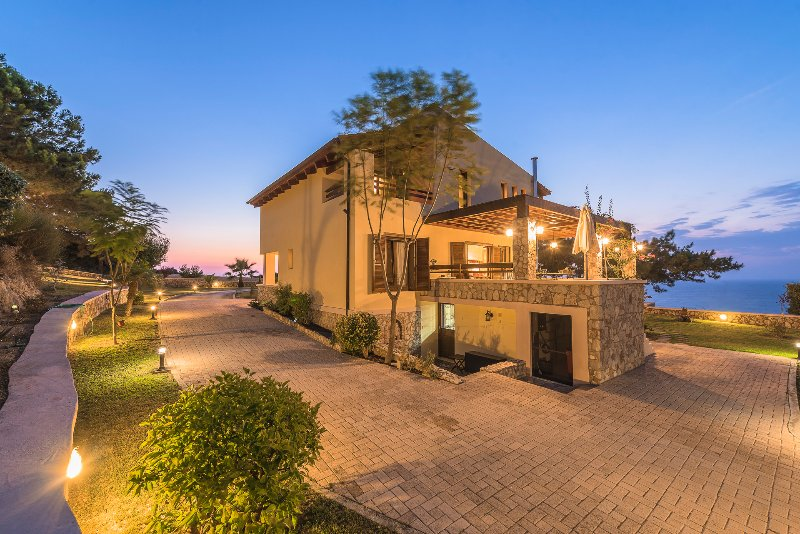 Jardim e vista para o mar - Villa Russelia em Rhodes