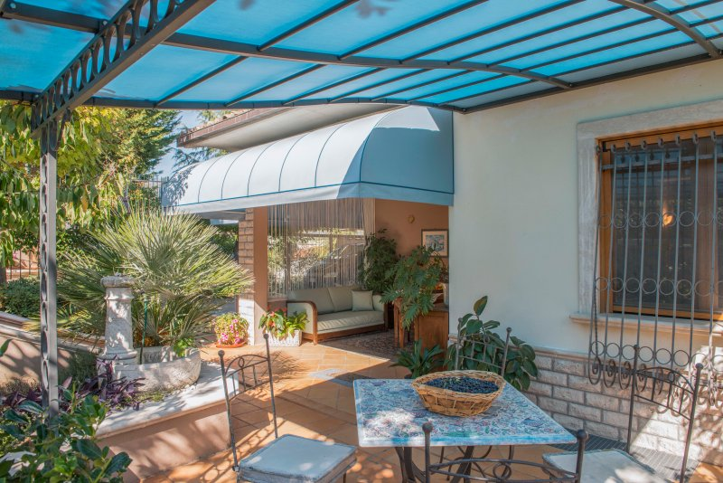 Spacious apt with garden & terrace, vacation rental in Corciano