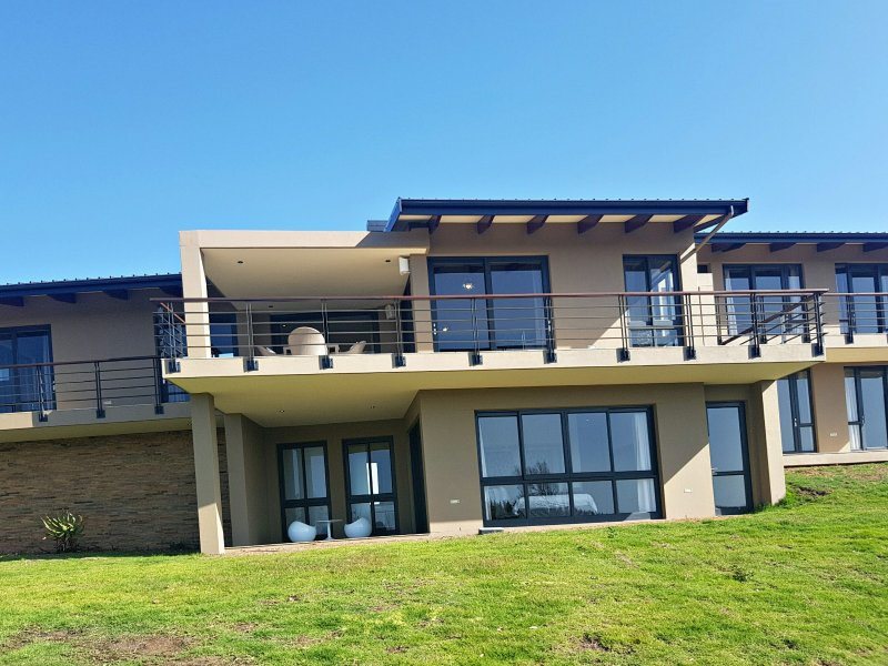 3 Bedroom, Linear Modern Home in Pezula Private Estate, holiday rental in Brenton-on-Sea