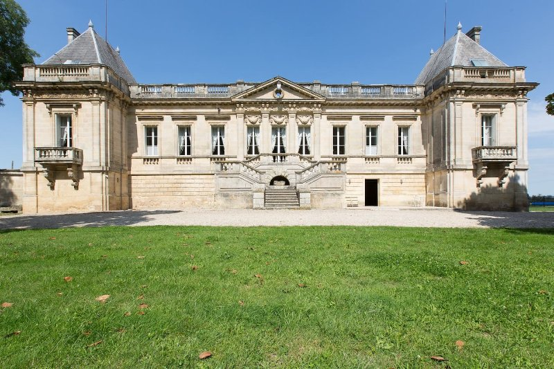Château Couffins BORDEAUX, holiday rental in Saint-Louis-De-Montferrand