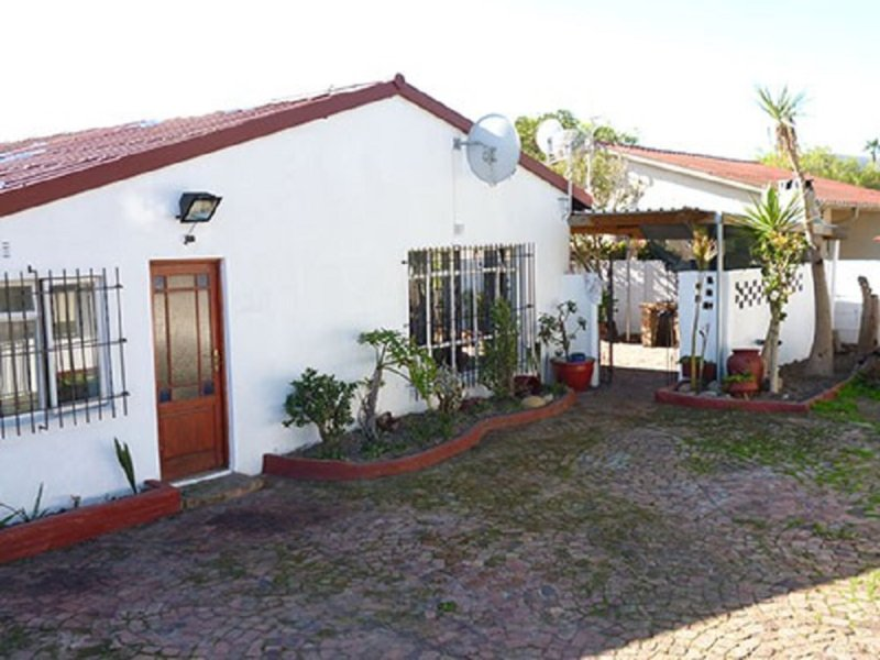 Bits n Pieces self catering Guest house, casa vacanza a Plattekloof