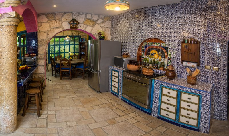 Kommen Sie und Mexiko Cozumel leben in dieser Küche kochen schön dekoriert Hacienda-Stil.