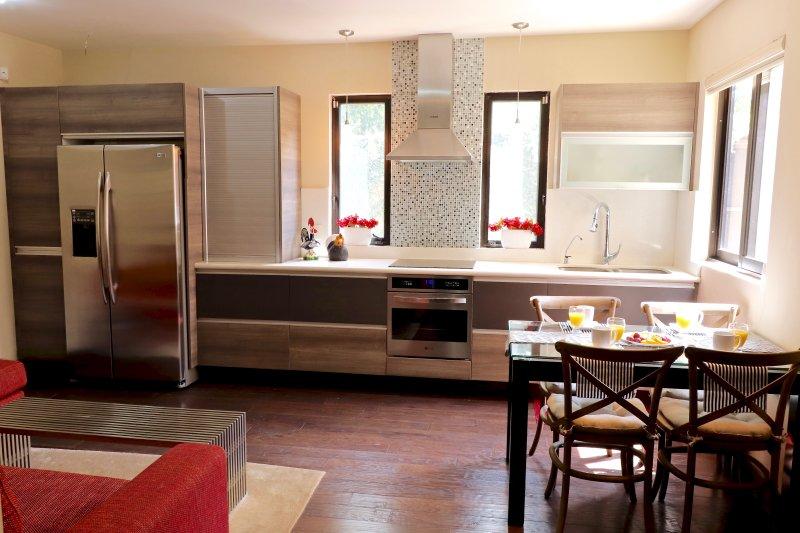 Luxury Master-Suite no steps AIRE ACONDICIONADO sin escalones, vakantiewoning in Guadalajara
