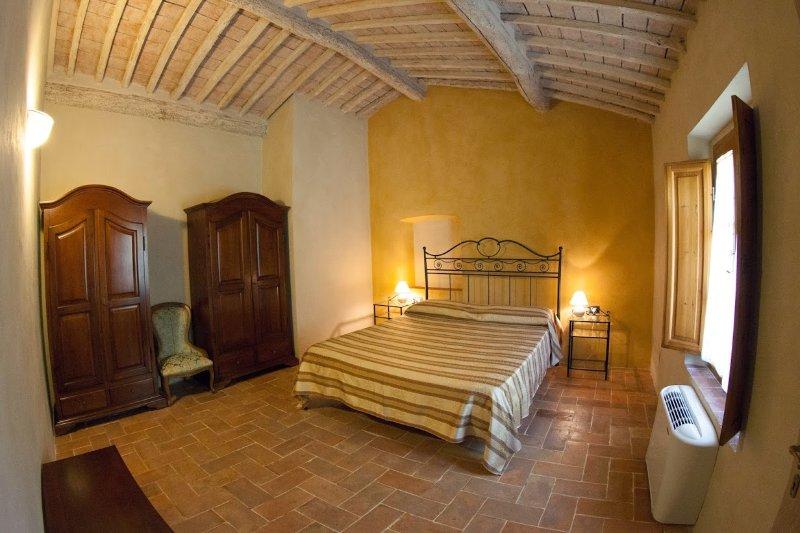 Appartamento con piscina 15' dal mare, holiday rental in Riparbella