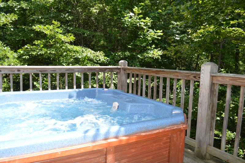 Very Private Hot Tub. Romance under the stars!