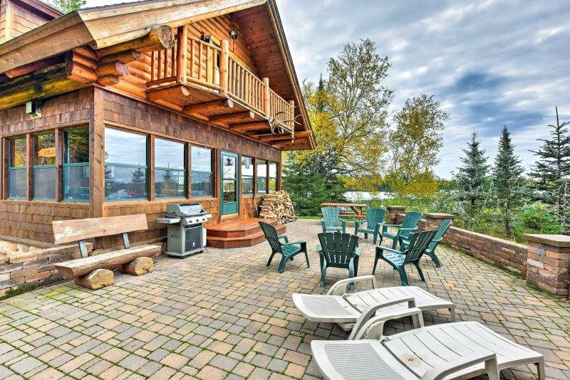 Amazing Duluth 3+BR Lakefront Home w/Views & Sauna, casa vacanza a Silver Creek