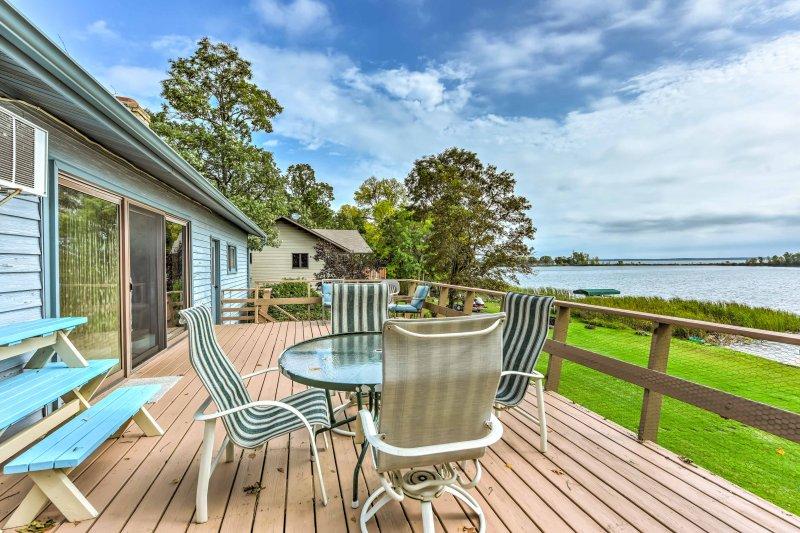 Breezy Point Family House w/ Dock on Pelican Lake!, vakantiewoning in Breezy Point