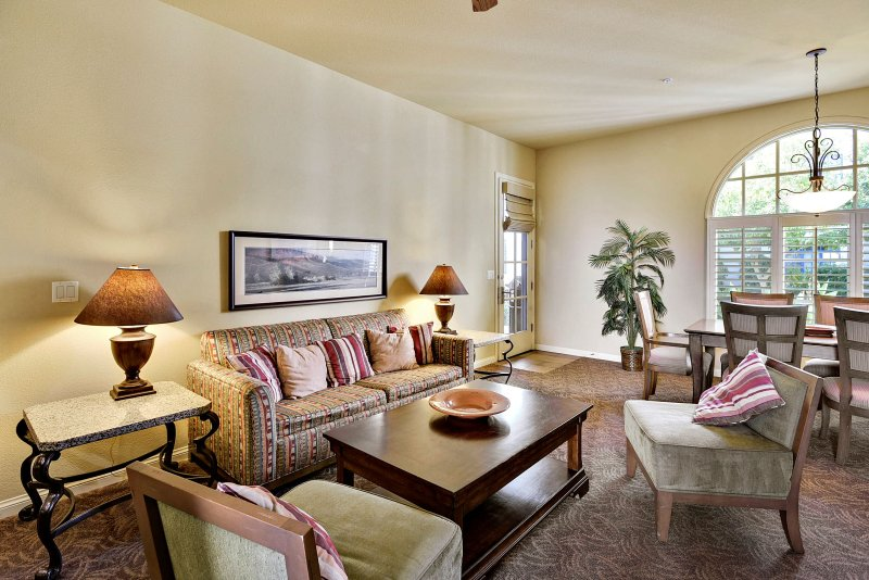(C33) Premiere Location at Clubhouse, holiday rental in La Quinta