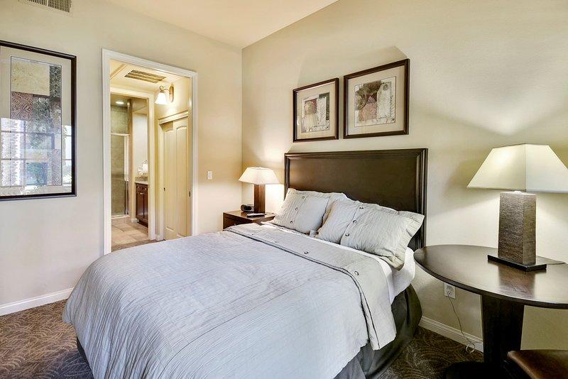 (C33-1) Lux 1BD Villa near Clubhouse w/ all amenities, holiday rental in La Quinta